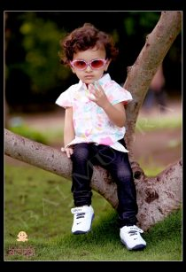 Baby girl wearing black goggle during her photo shoot by Balmudra studio Pune