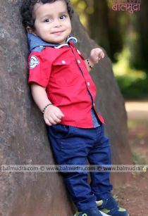 Baby standing during his photo Session in Balmudra Studio Pune