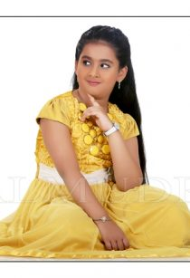 Cute Girl Sitting & Posing for Camera during her Photo Shoot By Balmudra Studio Pune
