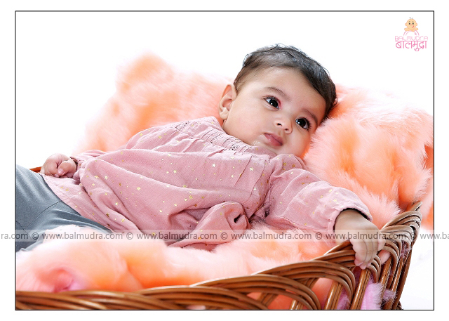 Close up of a Cute baby girl , Photo Shoot done by , Shrikrishna Paranjpe , Balmudra Studio - Pune - 9822284771 - www.balmudra.com