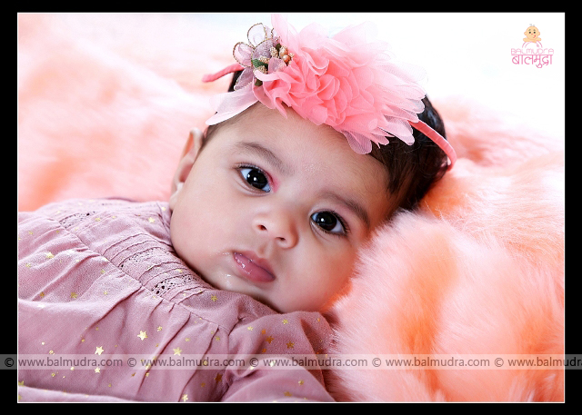 Closeup of a Very Cute baby girl , Photo Shoot done by , Shrikrishna Paranjpe , Balmudra Studio - Pune - 9822284771 - www.balmudra.com