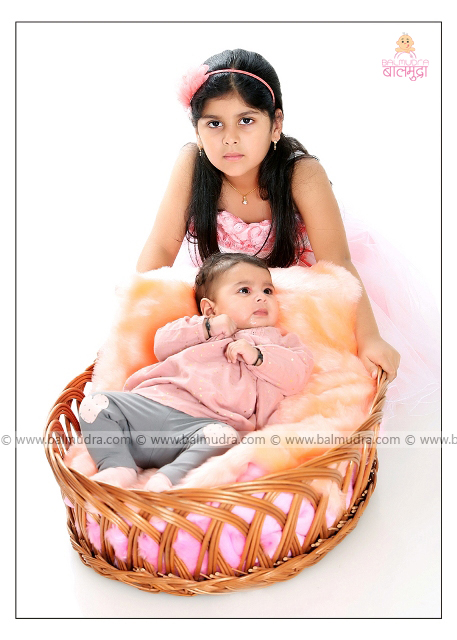 Cute Girls during Photo Shoot by , Shrikrishna Paranjpe , Balmudra Studio - Pune - 9822284771 - www.balmudra.com
