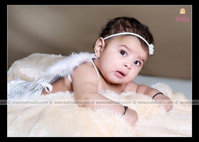 Cute Indian Baby Girl ,Photo Shoot done by , Shrikrishna Paranjpe , Balmudra Studio , Pune , 9822284771 , www.balmudra.com