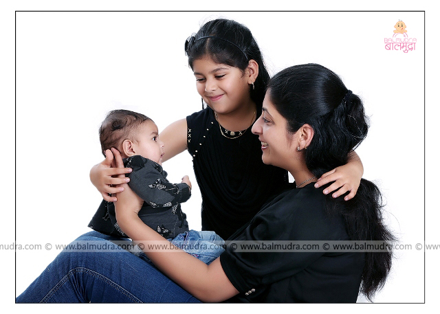 Cute Indian baby girl in Playful Mood with her Parents , Photo Shoot by , Shrikrishna Paranjpe , Balmudra Studio - Pune - 9822284771 - www.balmudra.com