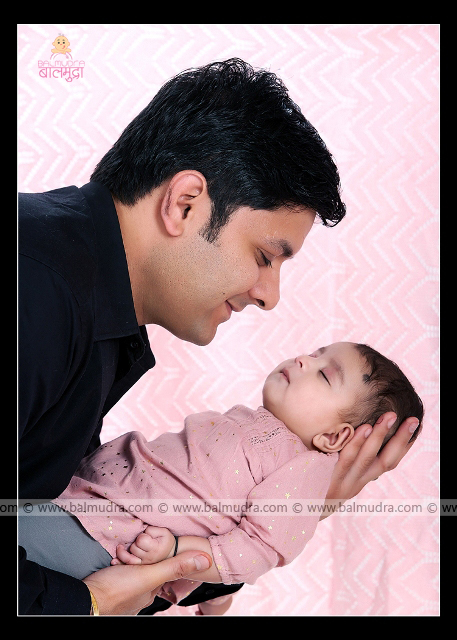Father-children, parenting tips, father helps children, playing with father, Photo Shoot done by , Shrikrishna Paranjpe , Balmudra Studio - Pune - 9822284771 - www.balmudra.com