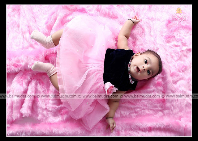 Four Months Very Cute baby Girl , Photo Shoot by , Shrikrishna Paranjpe , Balmudra Studio - Pune - 9822284771 - www.balmudra.com