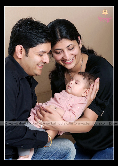 Happy Indian Family Portrait , Photo Shoot done by ,Shrikrishna Paranjpe , Balmudra Studio, Pune , 9822284771 ,www.balmudra.com