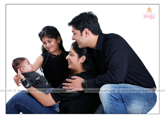 Happy Indian Family studio Photo Shoot by , Shrikrishna Paranjpe , Balmudra Studio - Pune - 9822284771 - www.balmudra.com