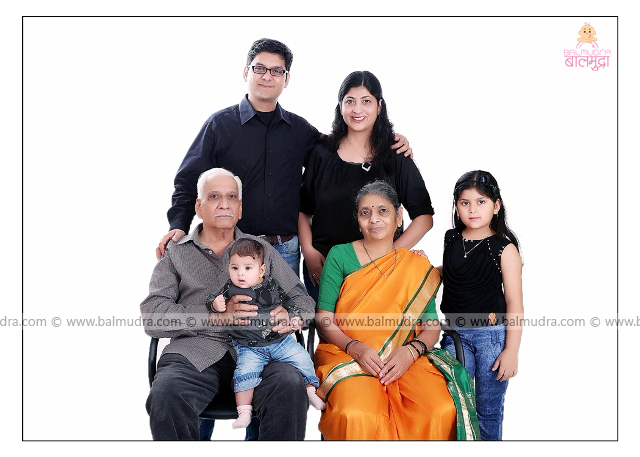 Indian Family , Photo Session by , Shrikrishna Paranjpe , Balmudra Studio - Pune - 9822284771 - www.balmudra.com