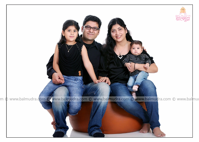Indian Family , Photo Shoot by , Shrikrishna Paranjpe , Balmudra Studio - Pune - 9822284771 - www.balmudra.com