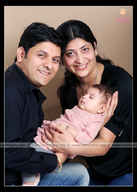 Indian Family Portrait , Photo Shoot done by ,Shrikrishna Paranjpe , Balmudra Studio, Pune , 9822284771 ,www.balmudra.com