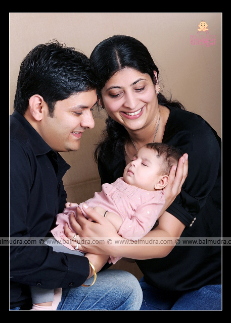 Parents looking over their Four Months baby, look of surprise , Photo Shoot done by , Shrikrishna Paranjpe , Balmudra Studio - Pune - 9822284771 - www.balmudra.com