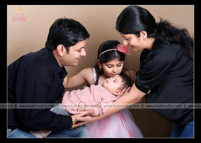 Parents with Cute daughters , Photo Shoot done by , Shrikrishna Paranjpe , Balmudra Studio, Pune , 9822284771 ,www.balmudra.com