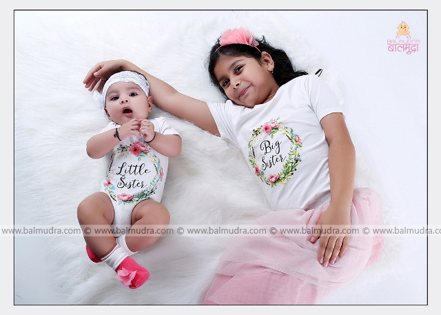 Two Cute Girls during Photo Shoot by , Shrikrishna Paranjpe , Balmudra Studio - Pune - 9822284771 - www.balmudra.com