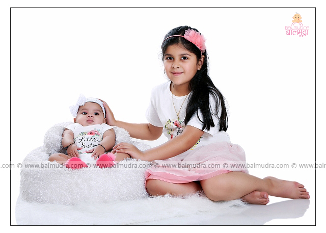 Two Cute Sisters Photo Shoot by , Shrikrishna Paranjpe , Balmudra Studio - Pune - 9822284771 - www.balmudra.com