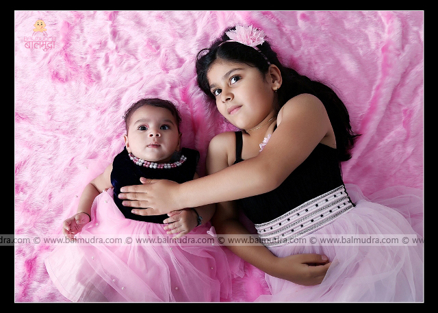 Two Sisters , Cute Girls Photo Shoot by , Shrikrishna Paranjpe , Balmudra Studio - Pune - 9822284771 - www.balmudra.com