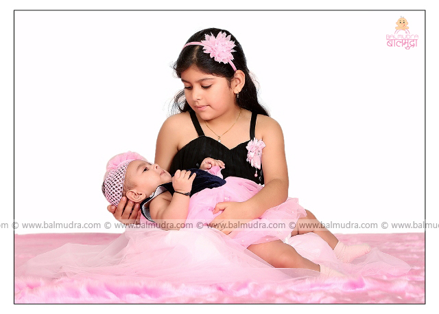 Two Very Cute Girls Photo Shoot by , Shrikrishna Paranjpe , Balmudra Studio - Pune - 9822284771 - www.balmudra.com
