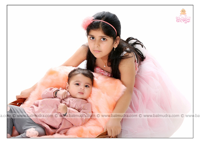 Very Cute Girls during Photo Shoot by , Shrikrishna Paranjpe , Balmudra Studio , Pune , 9822284771 ,www.balmudra.com