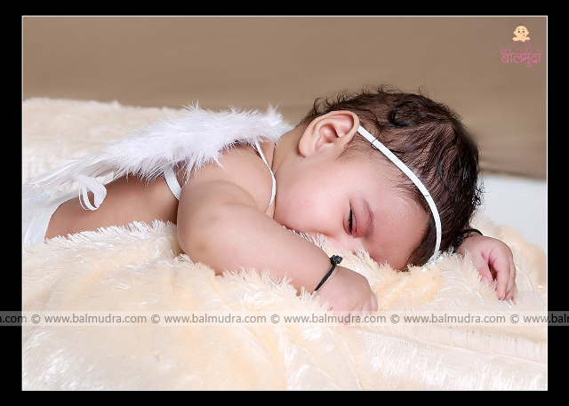 Very Sweet & Cute Indian Baby Girl ,Photo Shoot done by , Shrikrishna Paranjpe , Balmudra Studio - Pune - 9822284771 - www.balmudra.com
