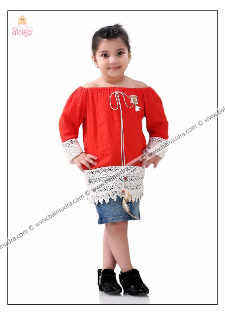 4 Years Indian Cute Girl Posing for Camera during her Indoor Photo Shoot Professional Photo Session done in Balmudra Studio Pune by Photographer Shrikrishna Paranjpe 9822284771 www.balmudra.com