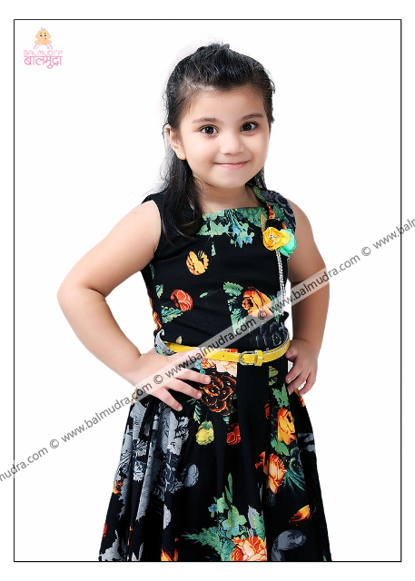 4 Years Indian Cute Girl in Black Dress Professional Portfolio Photo Session in Balmudra Studio Pune
