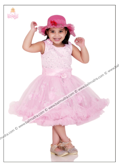 4 Years Old Indian Cute Girl Professional Portfolio Photo Session in Balmudra Studio Pune