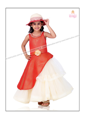 Four Years Girl Model Posing during the Balmudra Photoshoot .jpg