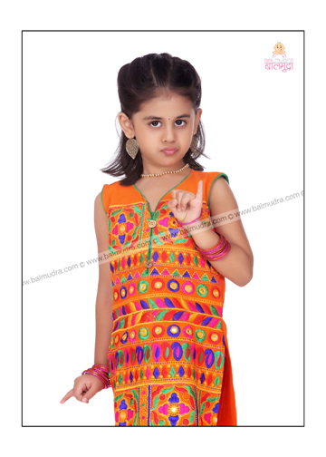 Indian Cute Baby Girl , Photo shoot in Balmudra Studio Pune.jpg