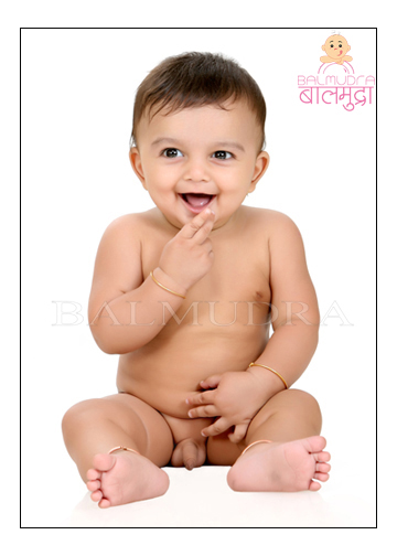 Best baby photographer in Pune Shrikrishna Paranjpe of Balmudra Studio